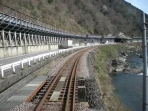 長良川鉄道 川沿いを走る