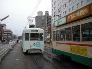 富山市電 (道路信号機表示が縦)