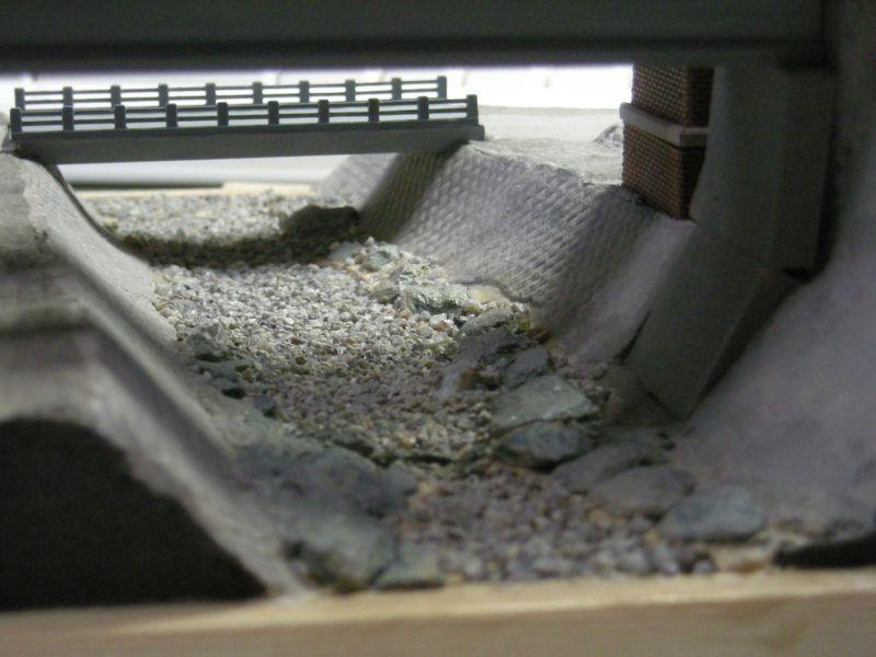 モジュール川底の小石蒔き乾燥中