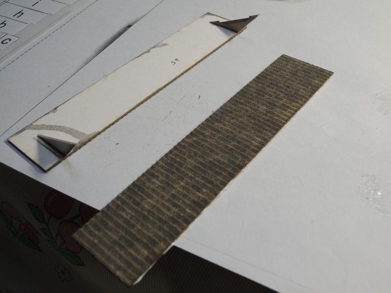 嘉例川駅のペーパーキット屋根塗装
