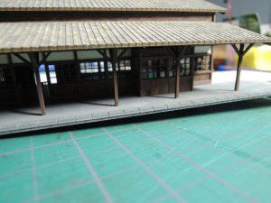 嘉例川駅モジの土台とホーム塗装